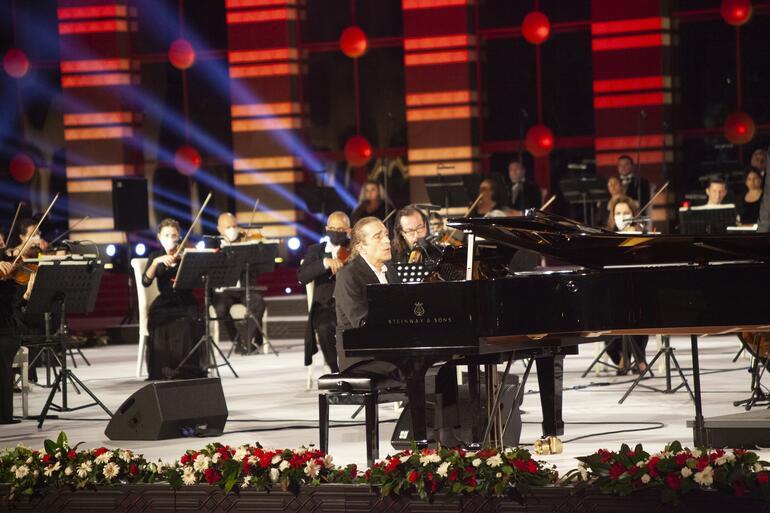 Fahir Atakoğlu'ndan Cumhurbaşkanlığı Külliyesi'nde 15 Temmuz'a özel konseri !